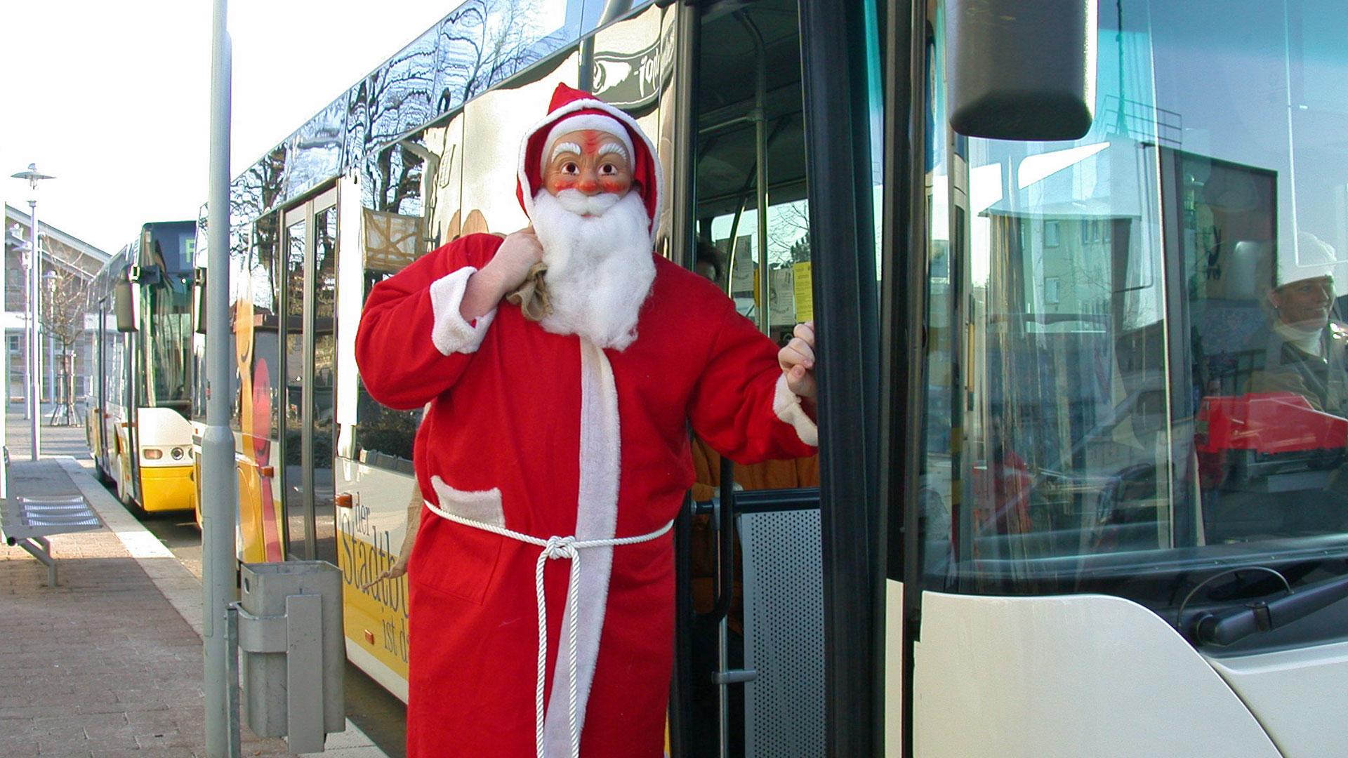 Längere Fahrzeiten und kostenlose Stadtbusnutzung an den Adventsamstagen
